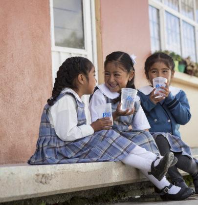 Donando agua limpia